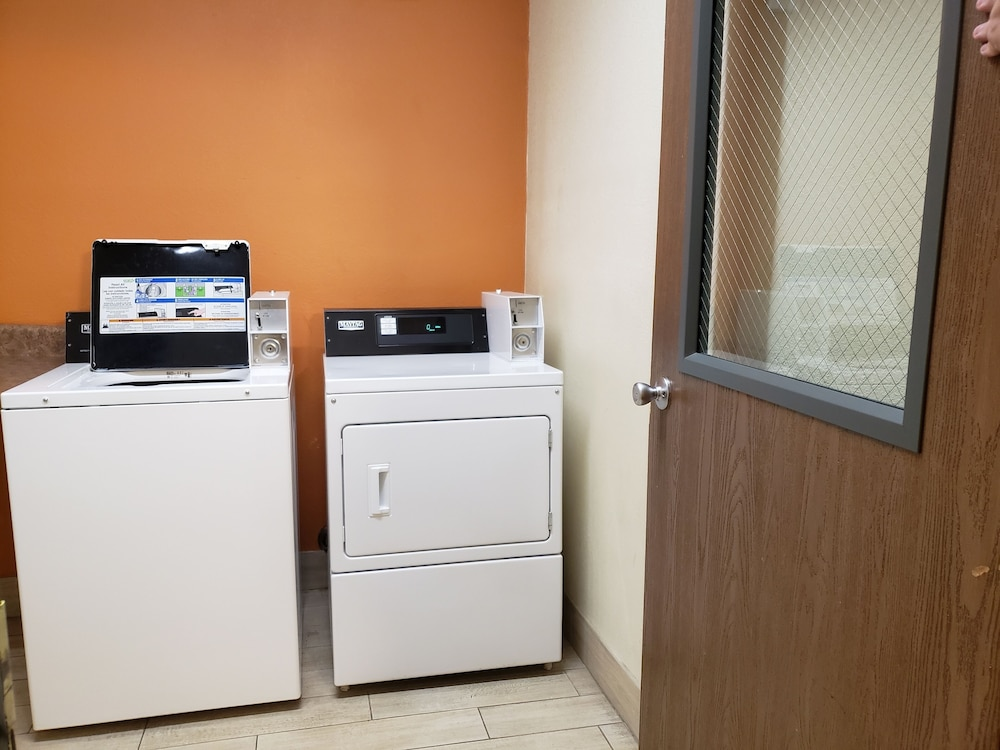 Laundry Room, Days Inn & Suites by Wyndham Tucson/Marana