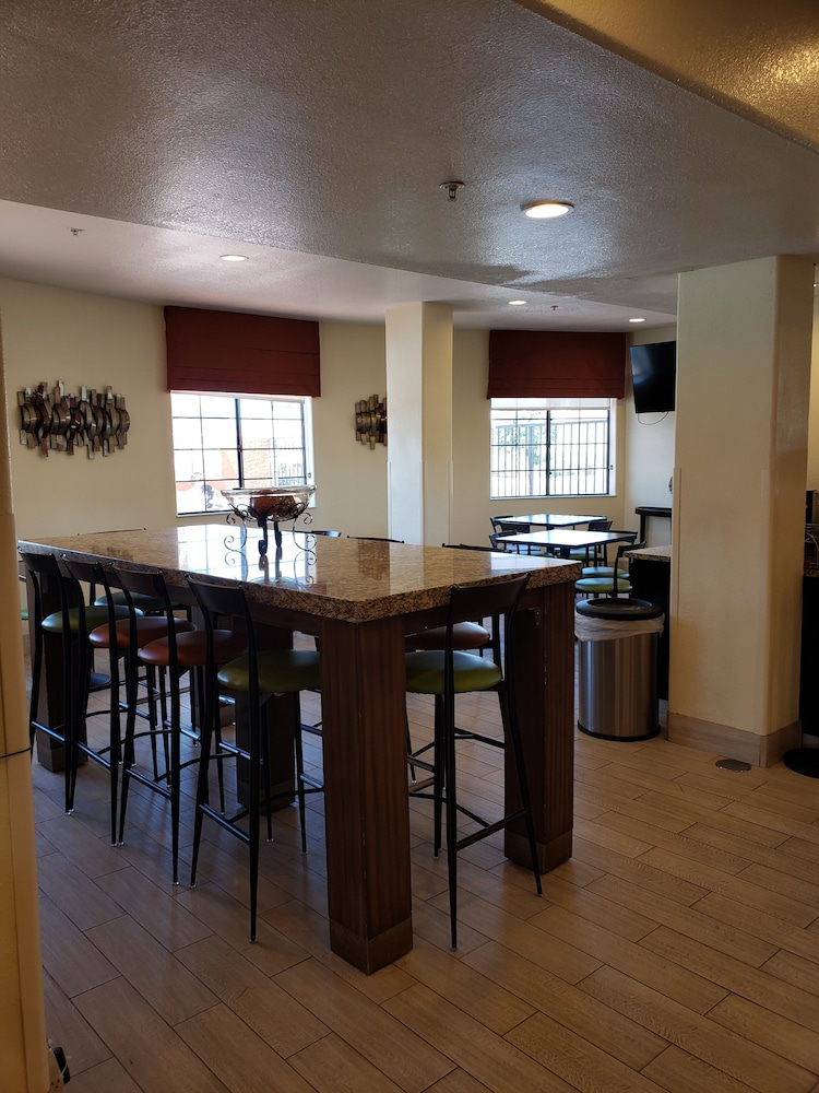 Dining, Days Inn & Suites by Wyndham Tucson/Marana