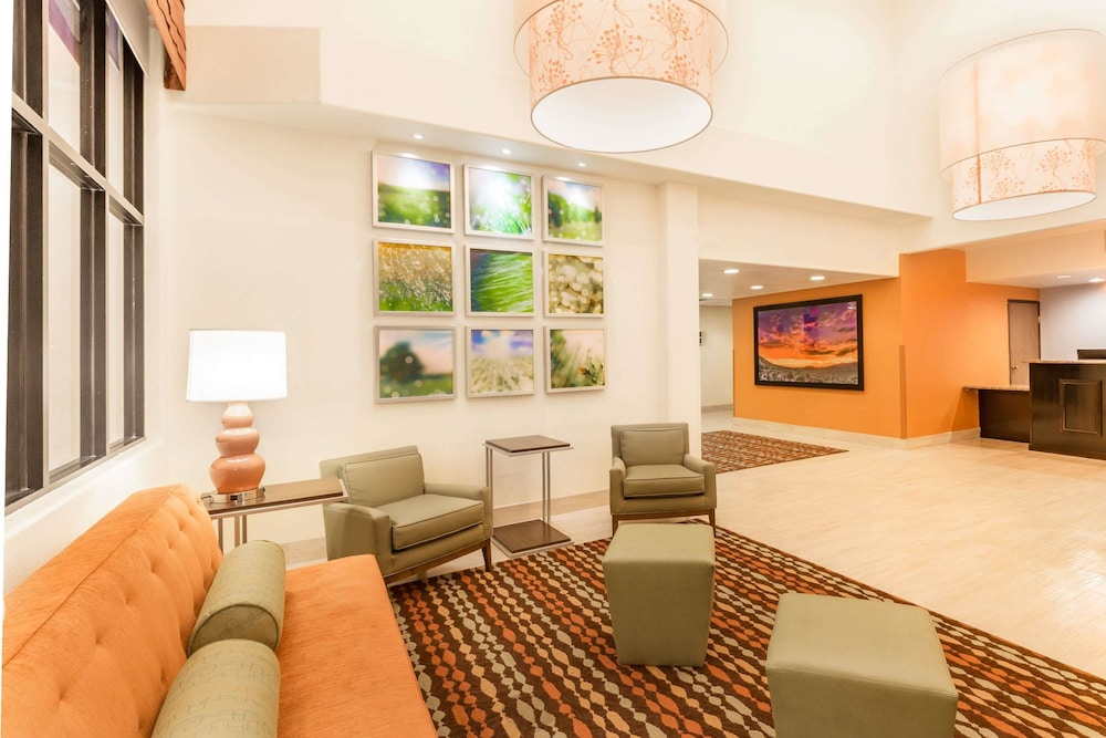 Lobby, Days Inn & Suites by Wyndham Tucson/Marana