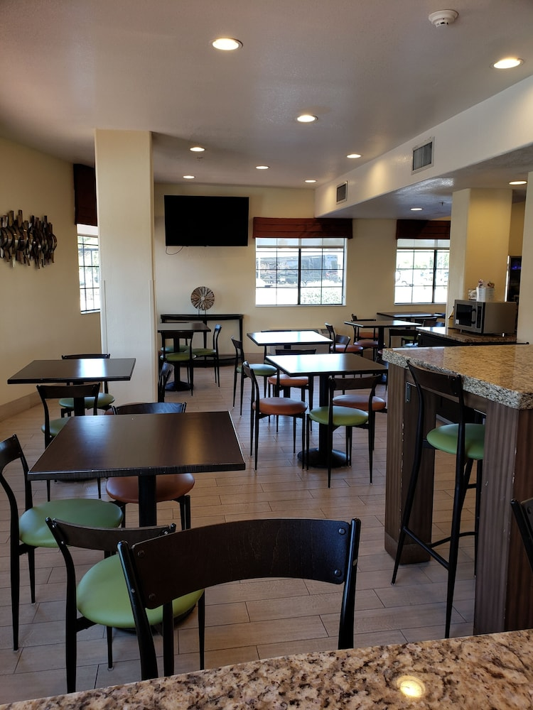 Family Dining, Days Inn & Suites by Wyndham Tucson/Marana