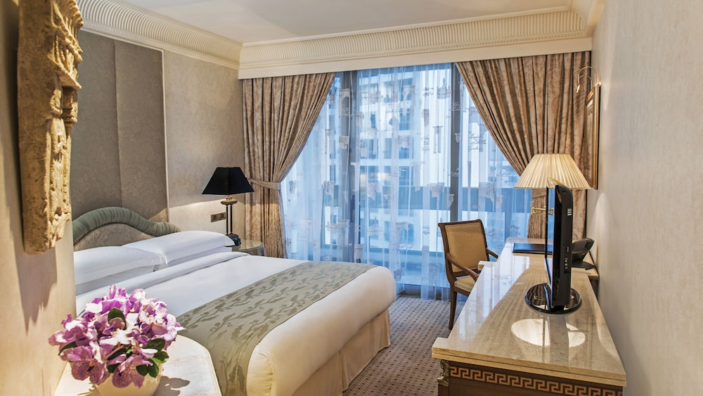 Room, InterContinental Phoenicia Beirut