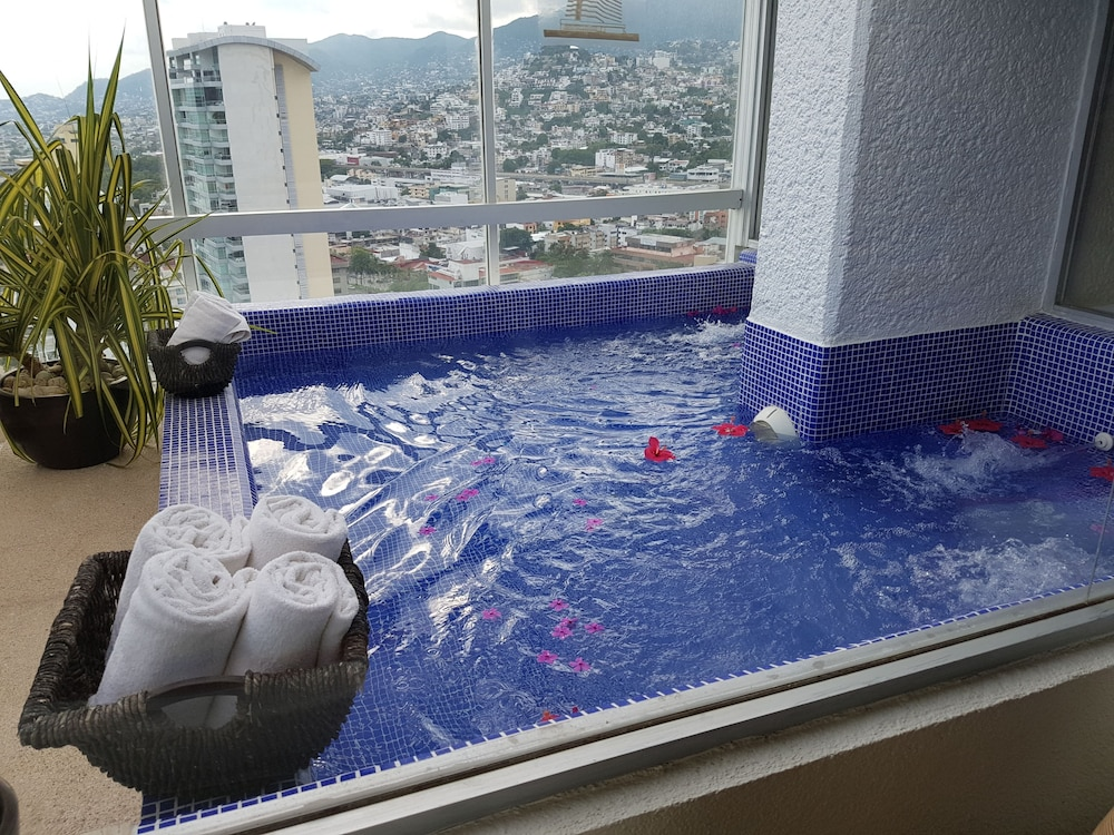 Private Pool, HS HOTSSON Smart Acapulco