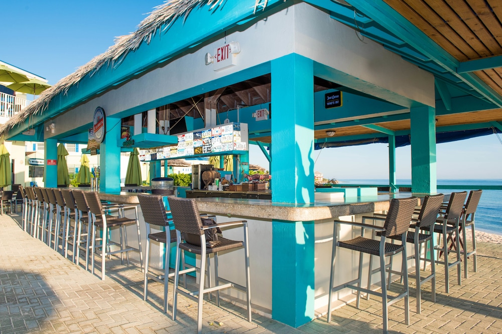 Bar, Wyndham Reef Resort Grand Cayman