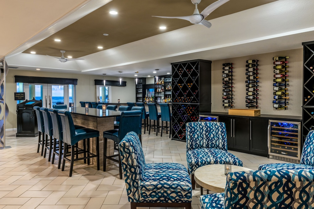 Lounge, Wyndham Reef Resort Grand Cayman