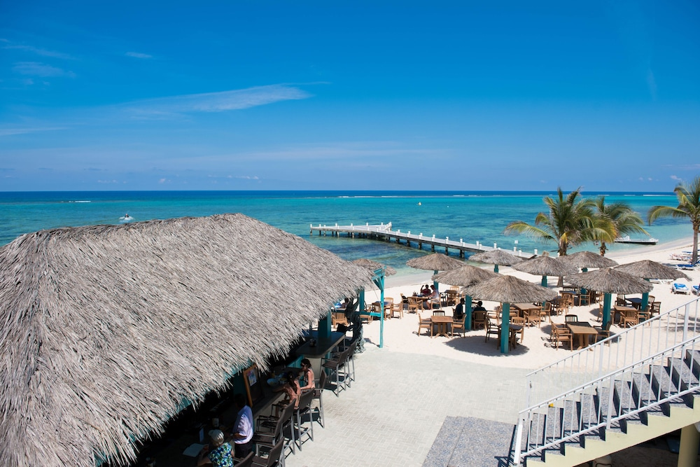 Outdoor Dining, Wyndham Reef Resort Grand Cayman