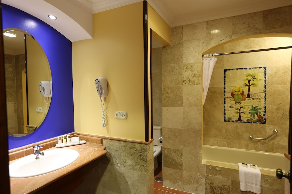 Bathroom, Melia Panama Canal