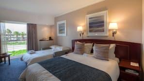 1 camera, una cassaforte in camera, una scrivania, postazione laptop