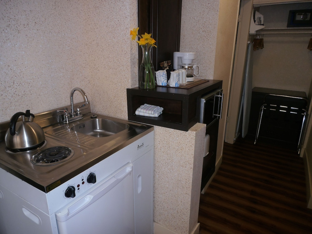 Private Kitchen, Riviera on Robson Suites Hotel Downtown Vancouver