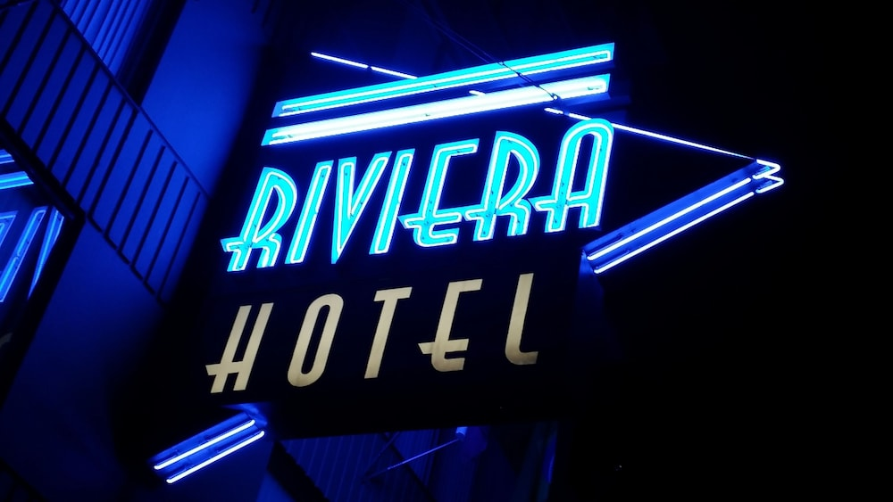 Front of Property - Evening/Night, Riviera on Robson Suites Hotel Downtown Vancouver