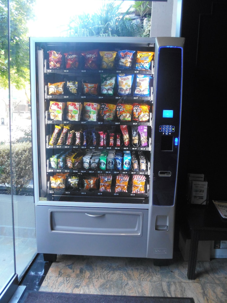 Vending Machine, Riviera on Robson Suites Hotel Downtown Vancouver