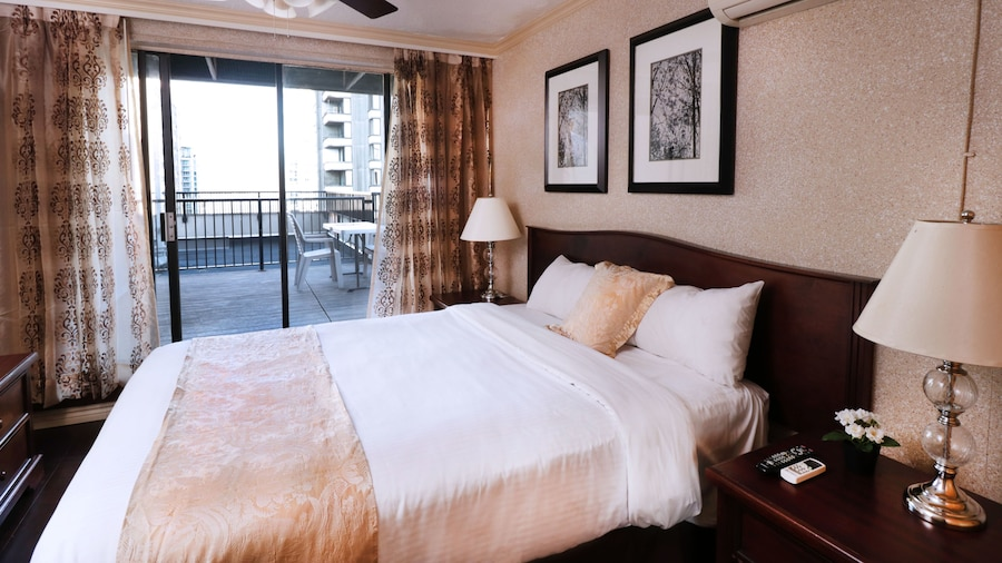Riviera on Robson Suites Hotel Downtown Vancouver