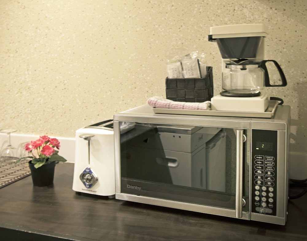 Coffee and/or Coffee Maker, Riviera on Robson Suites Hotel Downtown Vancouver