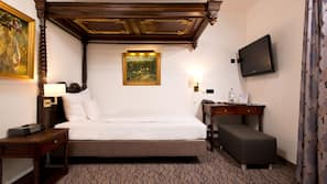防敏寢具、保險箱、書桌、窗簾