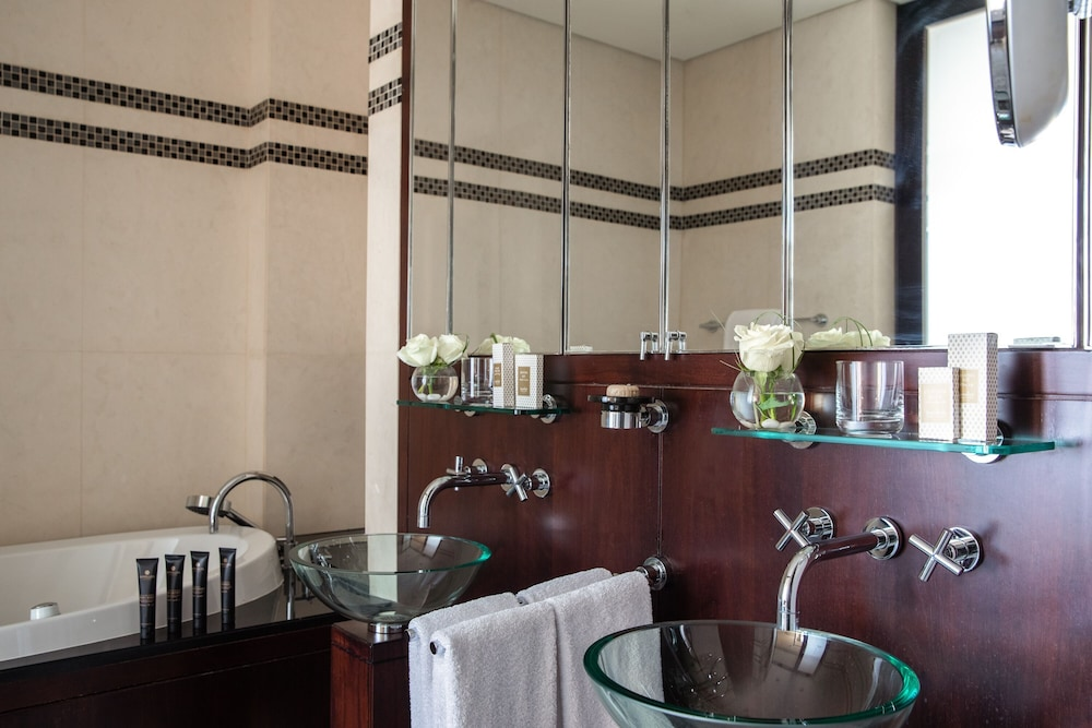 Bathroom, Jumeirah Emirates Towers