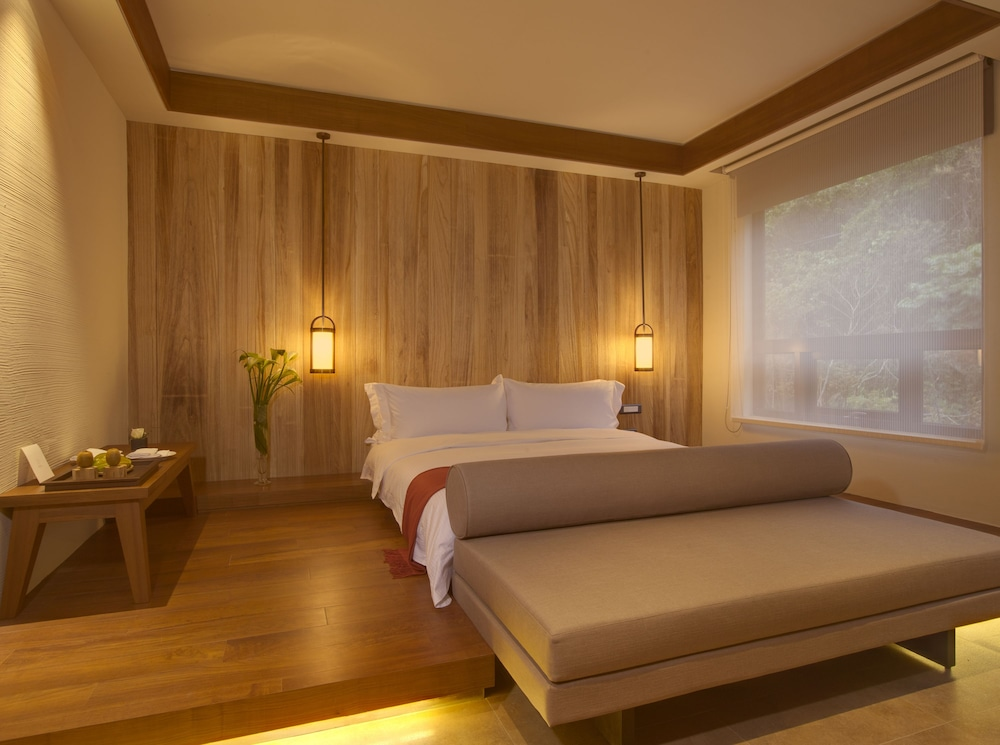 Show item 1 of 3. room image Guestroom