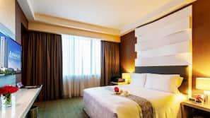 Down duvet, Select Comfort beds, in-room safe, desk