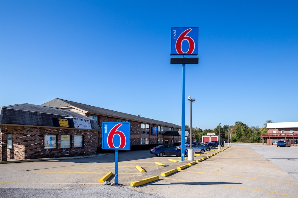 Front of Property, Motel 6 Troy, IL
