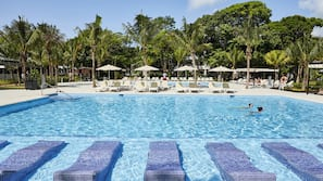 4 outdoor pools, pool umbrellas, sun loungers
