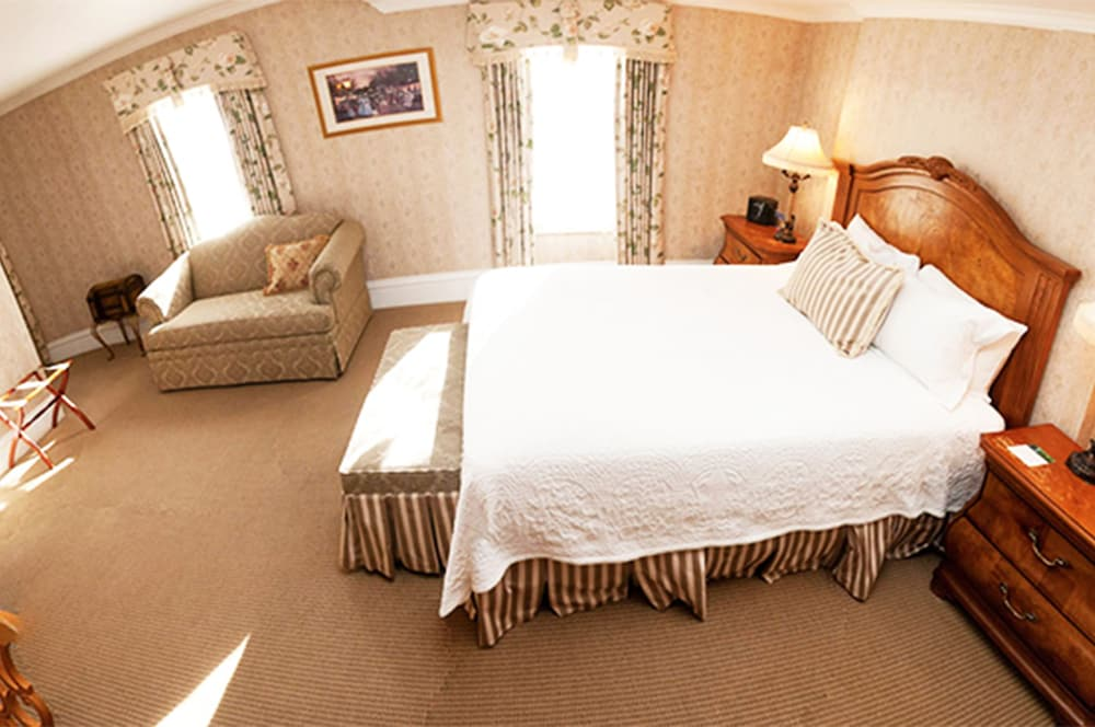 Room, Cliff House at Pikes Peak