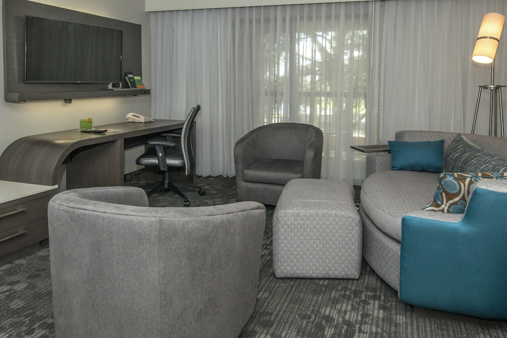 Room, Courtyard by Marriott Lakeland