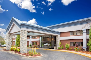 Baymont Inn & Suites Madison West