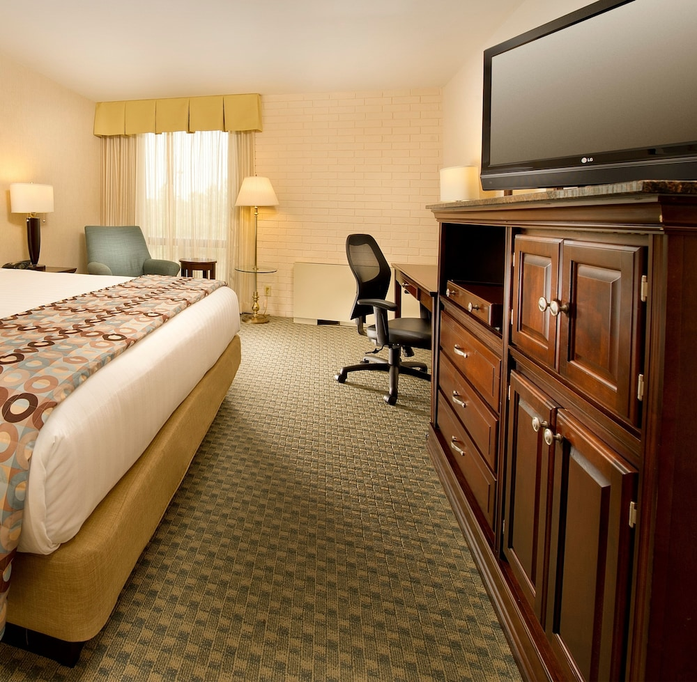 Drury Inn & Suites Kansas City Stadium, Kansas City - Room Prices ...