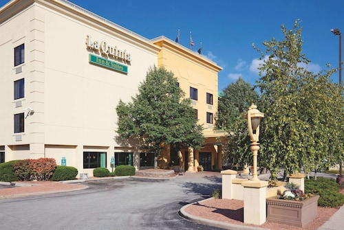 La Quinta Inn & Suites by Wyndham Milwaukee Bayshore Area