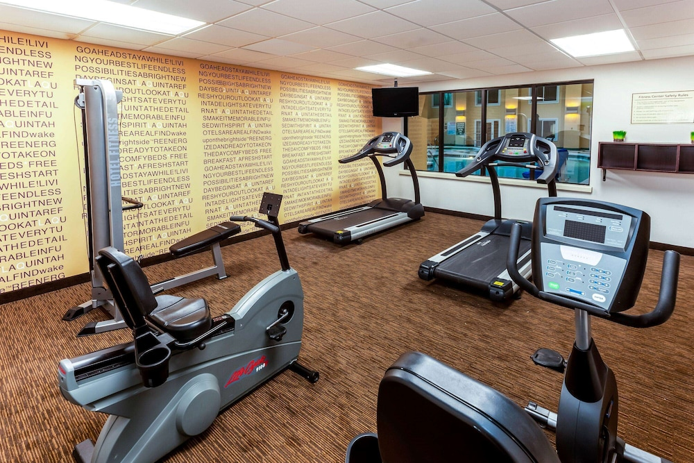 Fitness Facility, La Quinta Inn & Suites by Wyndham Milwaukee Bayshore Area