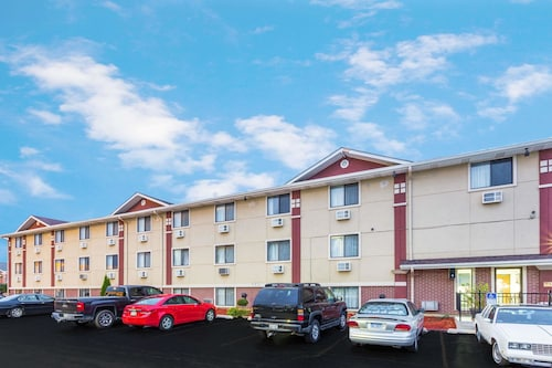 Great Place to stay Super 8 by Wyndham Kenosha/Pleasant Prairie near Pleasant Prairie