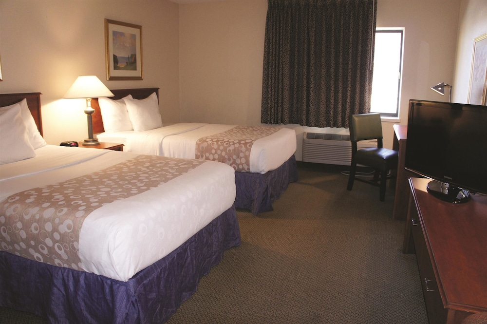 louis hotels quinta hazelwood airport northhhotel information