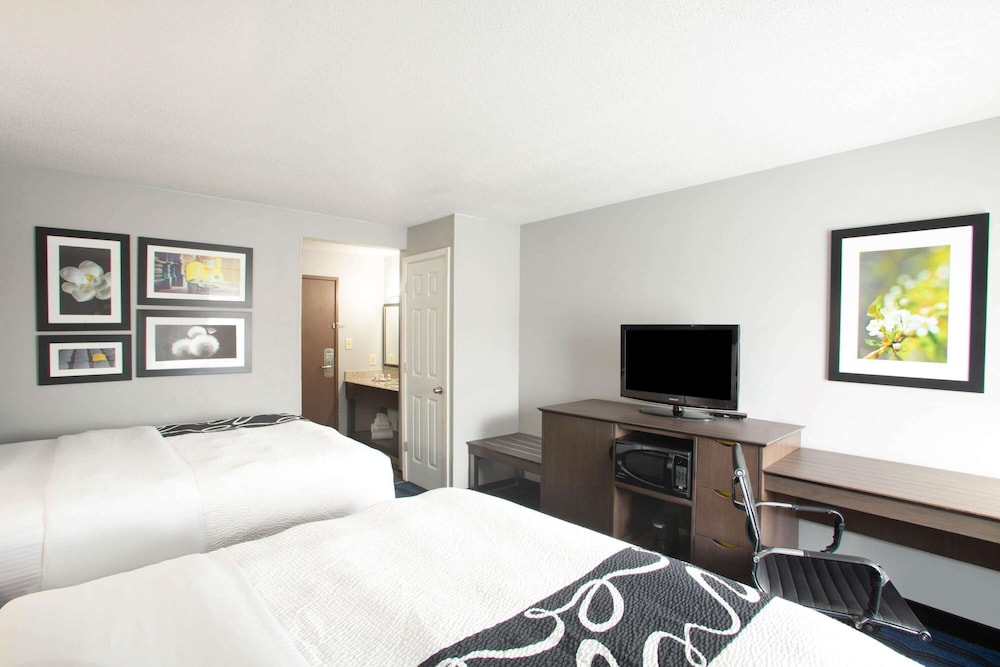 Room, La Quinta Inn by Wyndham St. Louis Hazelwood - Airport North