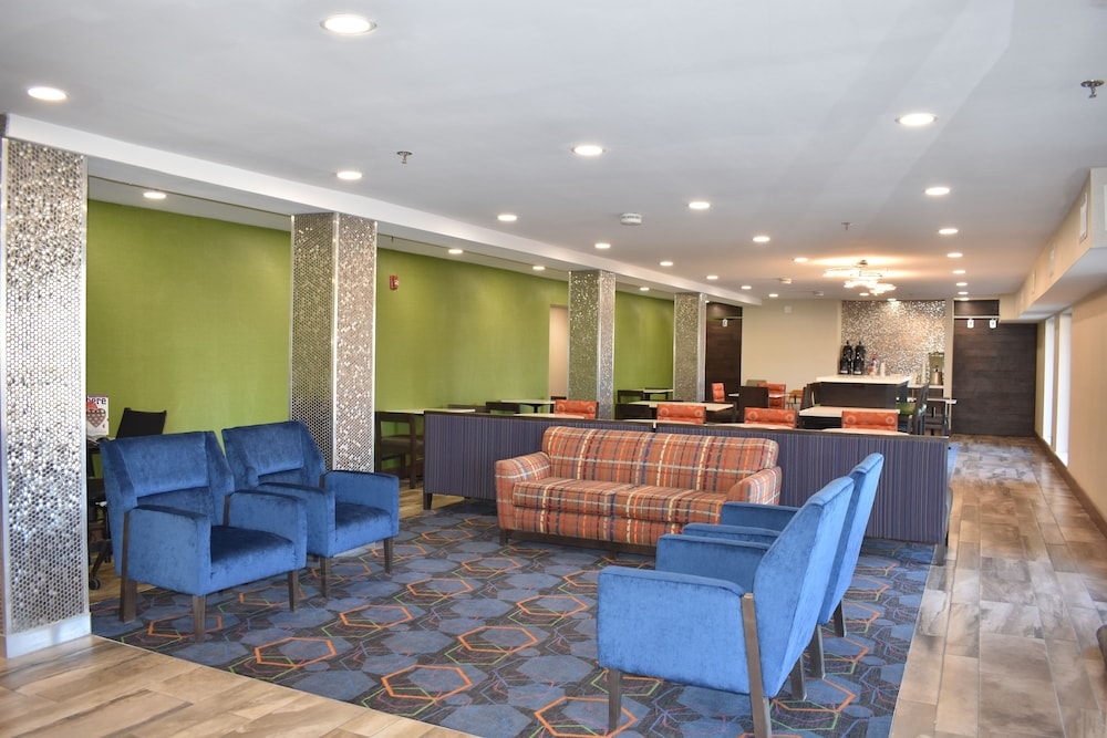 Lobby Lounge, La Quinta Inn by Wyndham St. Louis Hazelwood - Airport North