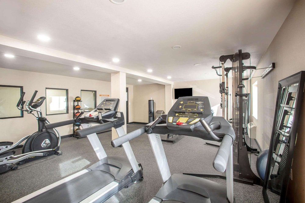 Fitness Facility, La Quinta Inn by Wyndham St. Louis Hazelwood - Airport North