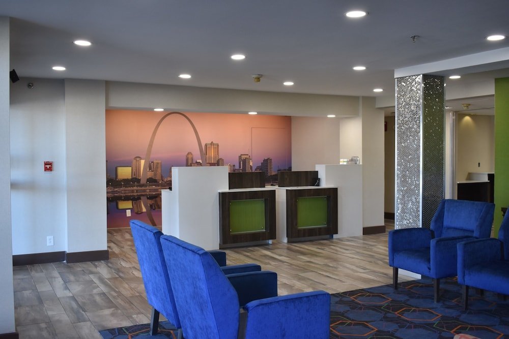 Reception, La Quinta Inn by Wyndham St. Louis Hazelwood - Airport North