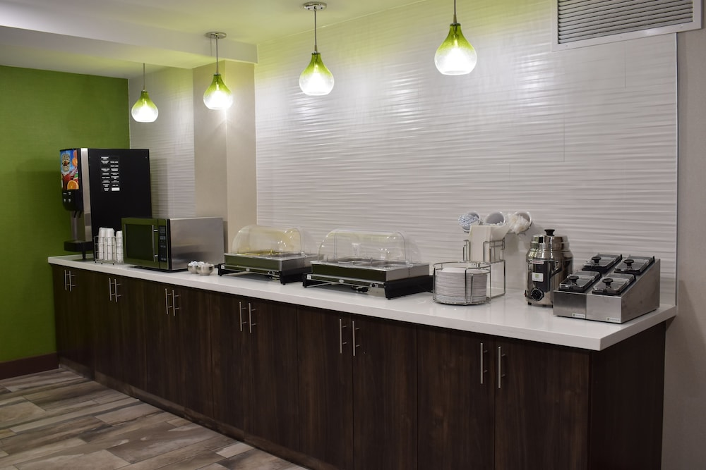 Breakfast buffet, La Quinta Inn by Wyndham St. Louis Hazelwood - Airport North