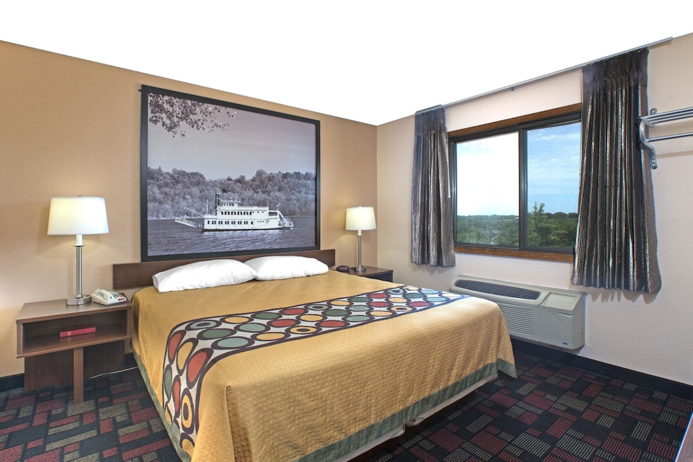 Room, Super 8 by Wyndham Boonville