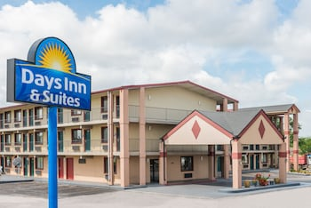 Days Inn and Suites Springfield