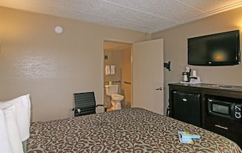 Days Inn & Suites by Wyndham Springfield on I-44