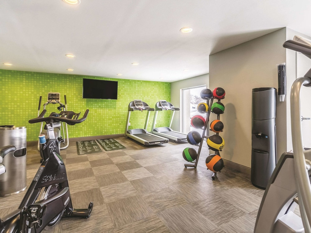 Fitness Facility, La Quinta Inn & Suites by Wyndham Cleveland - Airport North