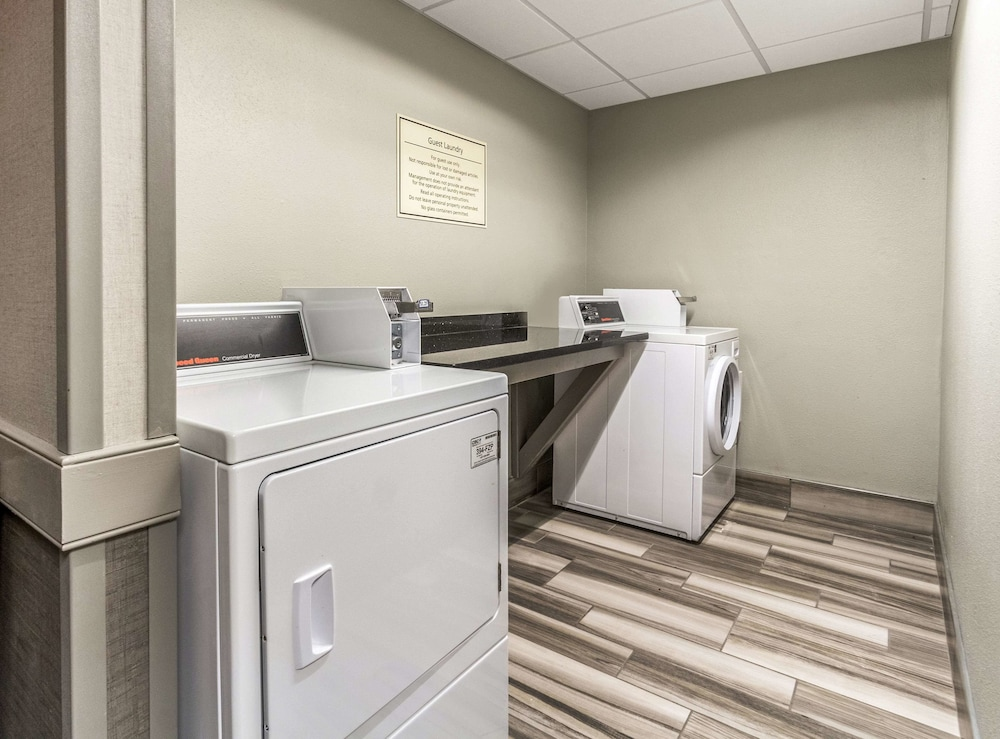 Property Amenity, La Quinta Inn & Suites by Wyndham Cleveland - Airport North