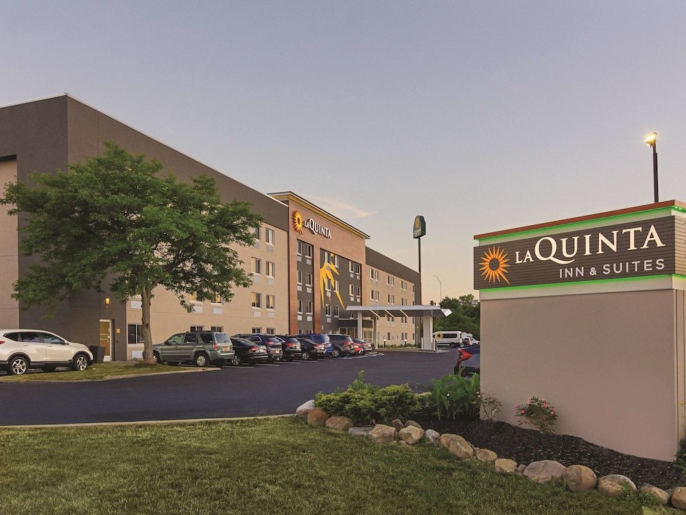 Exterior, La Quinta Inn & Suites by Wyndham Cleveland - Airport North