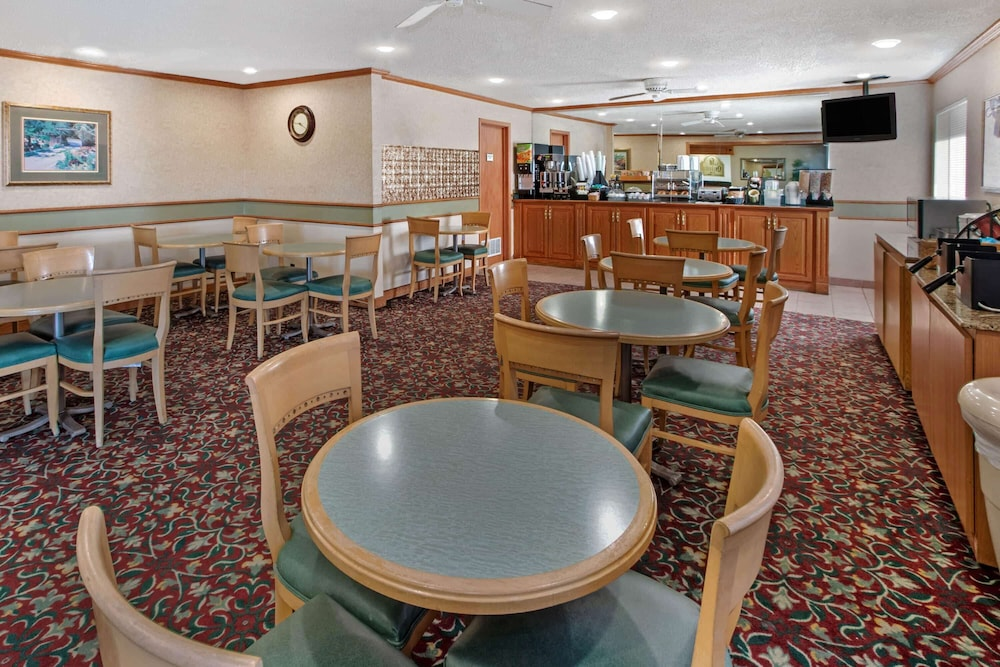 Coffee Service, La Quinta Inn & Suites by Wyndham Albuquerque Journal Ctr NW