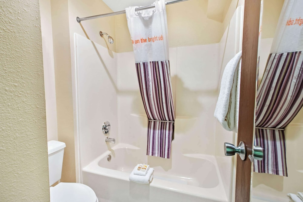 Bathroom, La Quinta Inn & Suites by Wyndham Albuquerque Journal Ctr NW