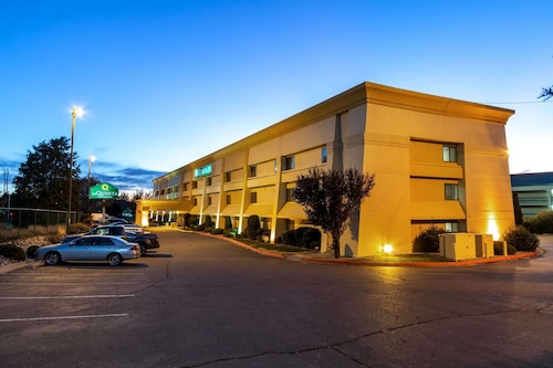 La Quinta Inn & Suites by Wyndham Albuquerque Journal Ctr NW