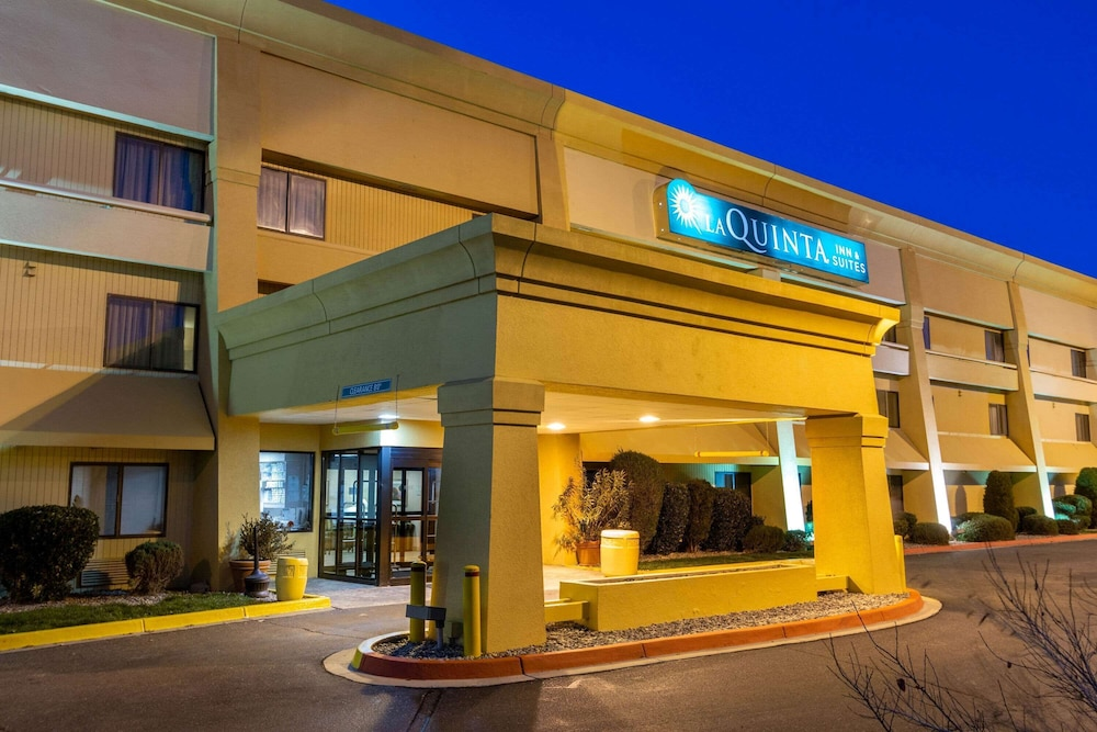 Exterior, La Quinta Inn & Suites by Wyndham Albuquerque Journal Ctr NW