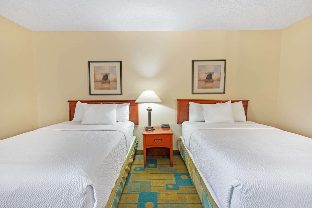 Room, La Quinta Inn & Suites by Wyndham Albuquerque Journal Ctr NW