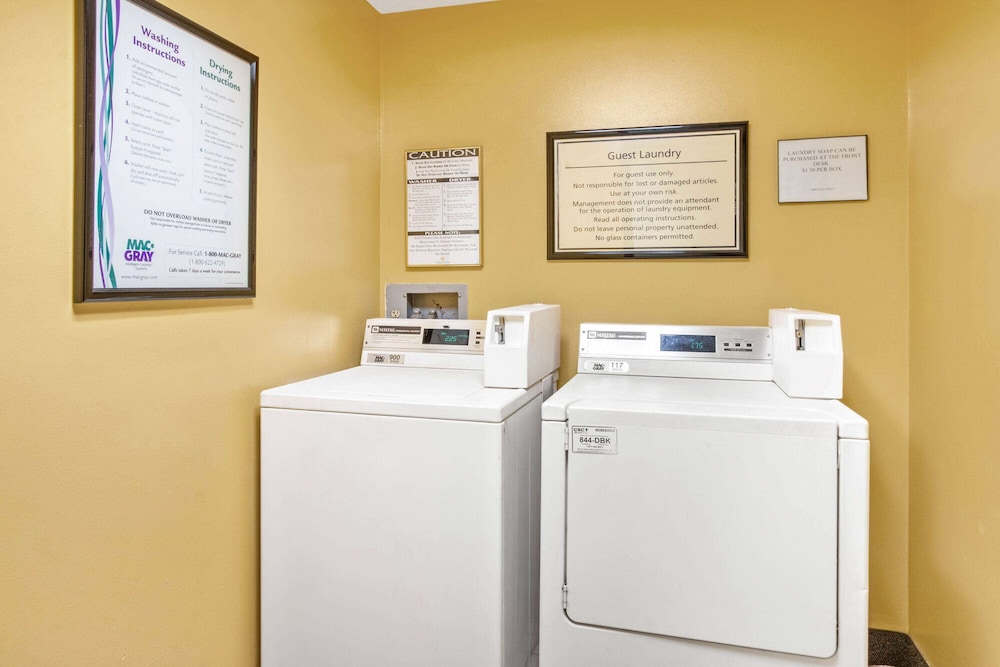 Laundry Room, La Quinta Inn & Suites by Wyndham Albuquerque Journal Ctr NW