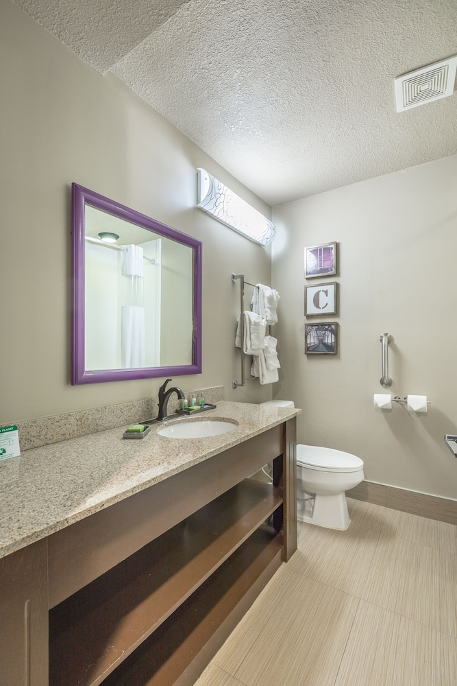 Bathroom, District 3 Hotel, Ascend Hotel Collection