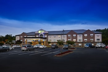 Holiday Inn Express & Suites Birmingham South - Pelham