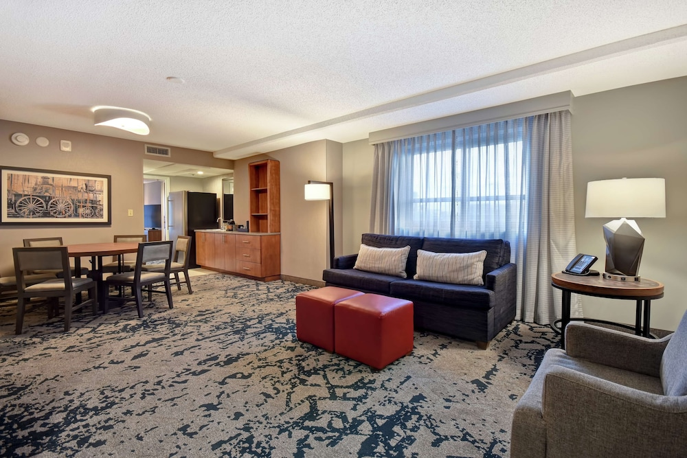 Minibar, Embassy Suites Omaha - Downtown/Old Market